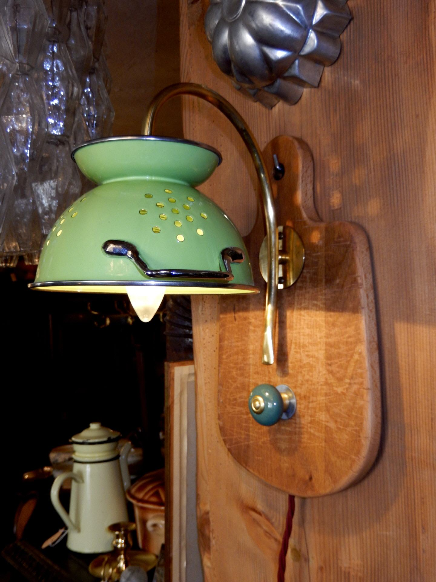 Küchen-Wandlampe mit Tuchhaken